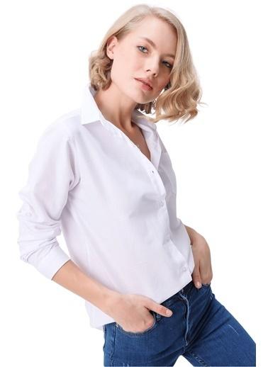 Butikburuç Kadın Siyah Kol Katlamalı Gömlek Beyaz